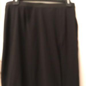 Skirt with zipper side slit